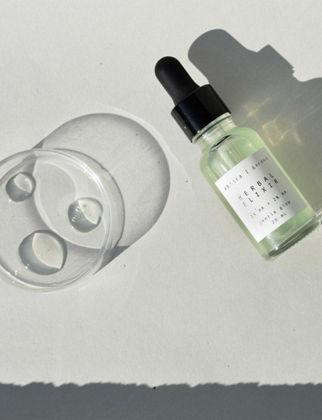 Abtira Garden Herbal Elixir 2% Ha + 2% Aa Nazik Aydınlatıcı + Leke Karşıtı İksir HE-GL20